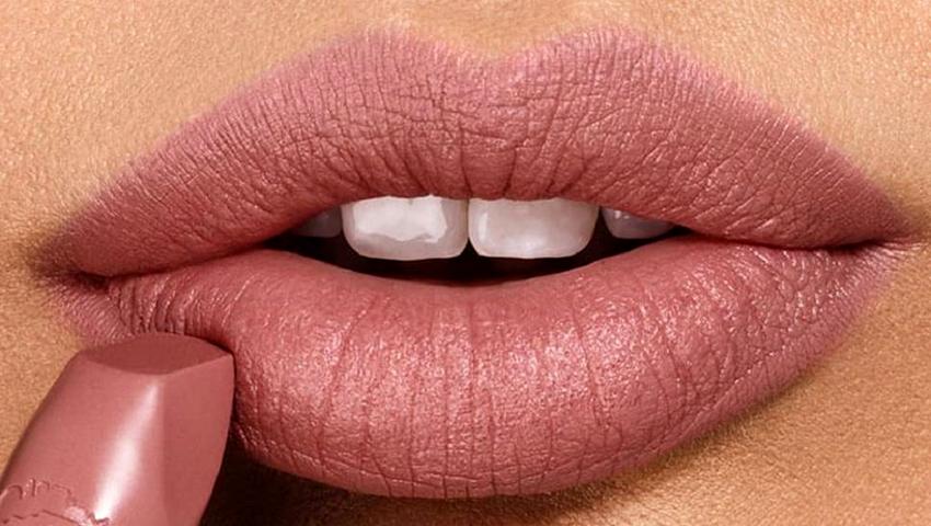 «Ναι» στο nude lipstick! Πώς να διαλέξεις την ιδανική απόχρωση