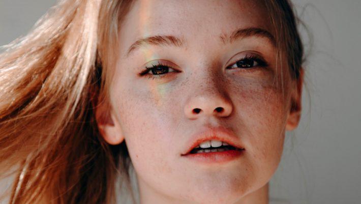 Ποτέ ξανά: Τα 6 λάθη που σου στερούν τη λάμψη από το δέρμα σου