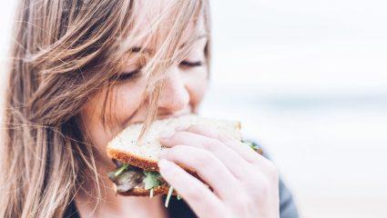 Λάθη στη δίαιτα: Γιατί ενώ στερείσαι τα πάντα δεν χάνεις κιλά;