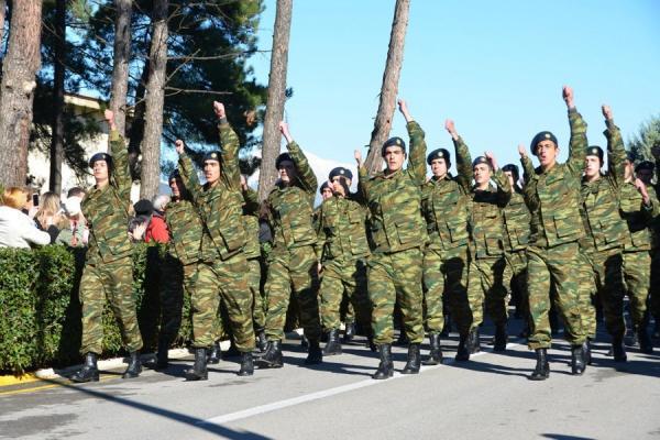 Να γίνει η στρατιωτική θητεία υποχρεωτική για τις γυναίκες;