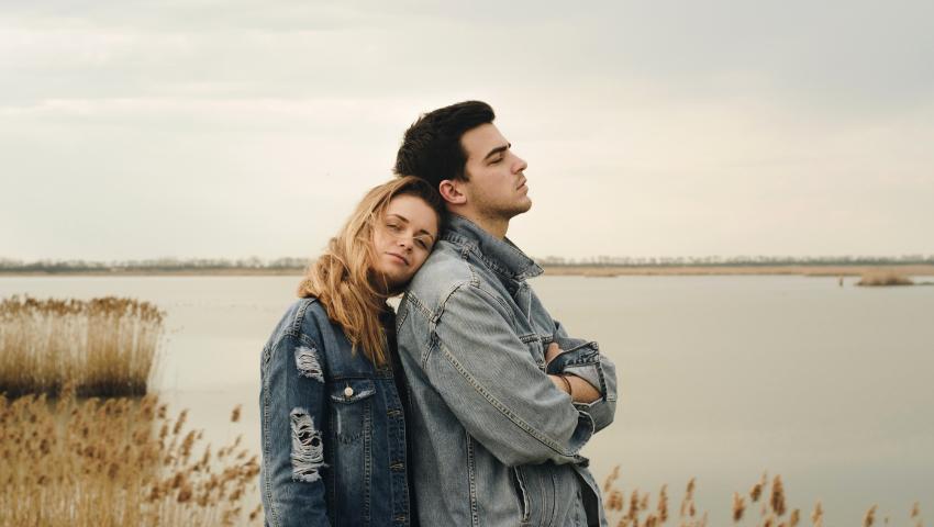 Σχέσεις που σε διαλύουν: Όταν το χαλαρό, παύει να είναι χαλαρό