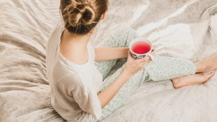 Γρίπη και πονόλαιμος; Τα γιατροσόφια της γιαγιάς για να τα καταπολεμήσεις