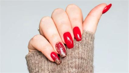 Τα πιο γιορτινά manicure για να μην ξέρεις τι να (πρωτο)διαλέξεις