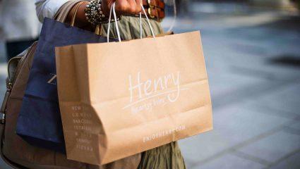 Shopping therapy: Πότε ξεκινούν οι χειμερινές εκπτώσεις;