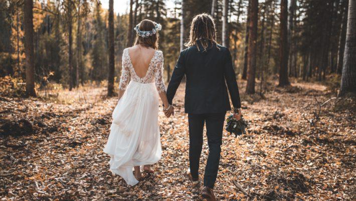 Η νύφη - πέτρα και το δέσιμο στο δέντρο: Τα πιο creepy έθιμα γάμου σε ολόκληρο τον κόσμο