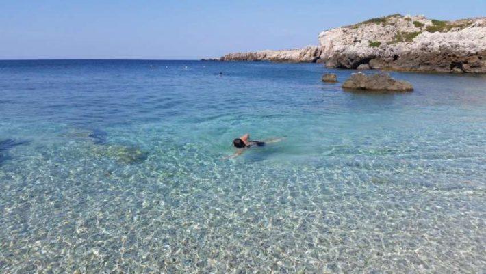 Κρύσταλλο: Αυτή είναι η πιο κρύα παραλία της Ελλάδας, που το νερό της δεν ζεσταίνει ποτέ (Pics)