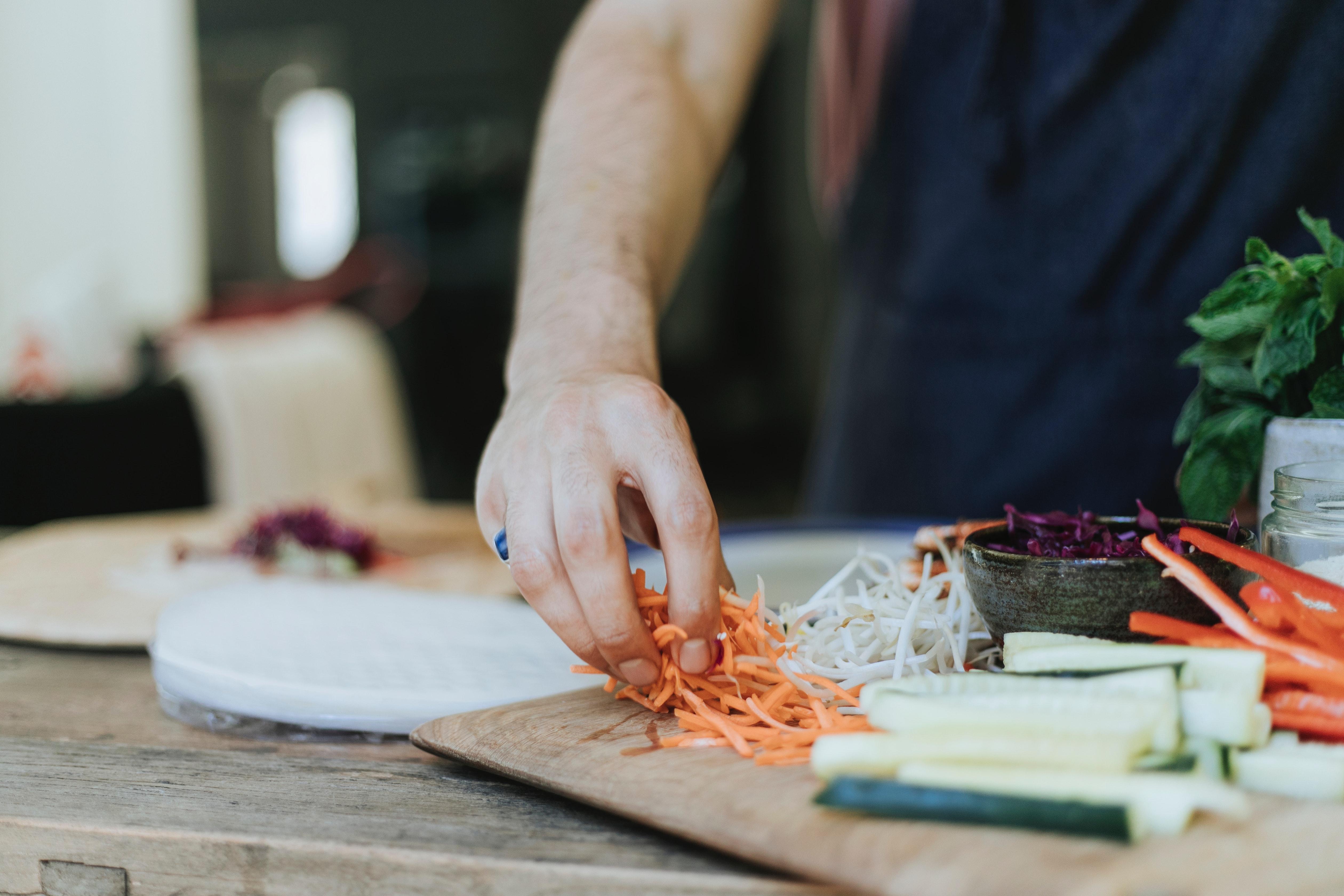 Τα υγιεινά σνακ με ελάχιστες θερμίδες που κοντράρουν στα ίσα τα πατατάκια