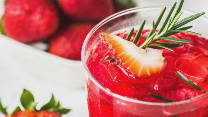 Πιες αυτά τα ροφήματα πριν κοιμηθείς και εξαφάνισε το λίπος της κοιλιάς