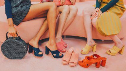 Τα mules επιστρέφουν και γίνονται κορυφαίο trend στα παπούτσια