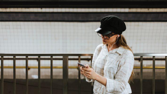Ανοίγοντας Facebook στα 30: Οι εξωφρενικές ατάκες που θα διαβάσει μια γυναίκα