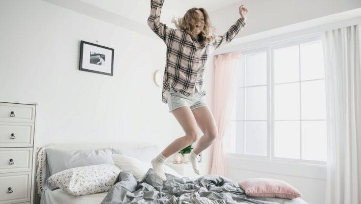 Είσαι ξανθιά; Επιβάλλεται να γνωρίζεις το γιατί η Sienna Miller βάζει κέτσαπ στα μαλλιά της