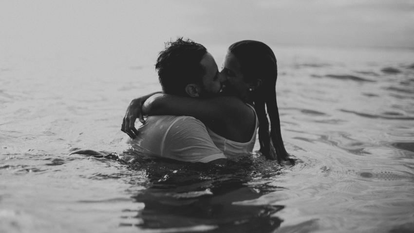 Οι απογοητευτικοί λόγοι που τα αρσενικά φλερτάρουν τις δεσμευμένες