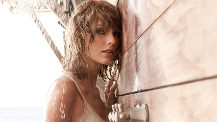 Τα tips της ώριμης πλέον Taylor Swift για λαμπερή και ενυδατωμένη επιδερμίδα