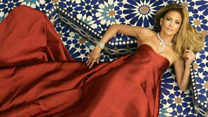 Οι γυαλάδες σώματος που επιλέγει η Jennifer Lopez για bronze λάμψη