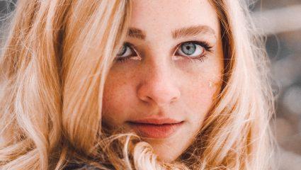 2 απλοί τρόποι για να εξαφανίσεις τους μαύρους κύκλους κάτω από τα μάτια σου