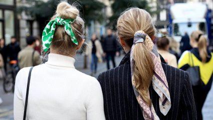 Πώς ένα μαντήλι μπορεί να σου αλλάξει εντελώς το outfit