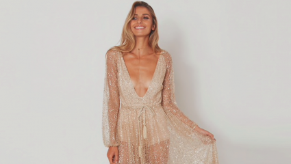 Το χρυσό επιστρέφει στη μόδα – Πώς να το φορέσεις μέσα στο καλοκαίρι