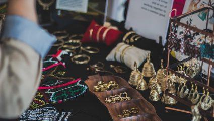 Οι τρεις τρόποι να φορέσεις σωστά τα κοσμήματά σου