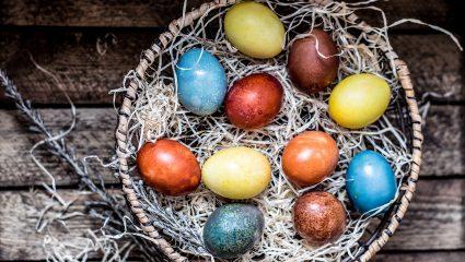 Ο εναλλακτικός τρόπος βαφής αυγών: Χρησιμοποίησε… τα λαχανικά σου