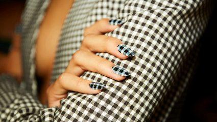 Καρό (και) στο manicure – Πάρε ιδέες για τη μεγαλύτερη τάση της άνοιξης