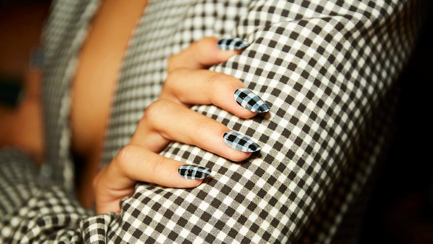 Καρό (και) στο manicure - Πάρε ιδέες για τη μεγαλύτερη τάση της άνοιξης