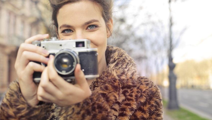 Τα μυστικά των influencers για τις τέλειες selfies μόλις αποκαλύφθηκαν