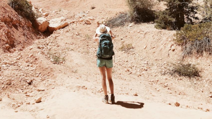 Ετοιμάζεσαι για camping; Τα «λίγα και καλά» που χρειάζεσαι στο νεσεσέρ σου