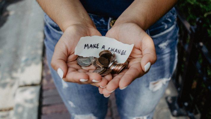 Πέντε καθημερινές συνήθειες που αδειάζουν τον τραπεζικό μας λογαριασμό χωρίς να το καταλαβαίνουμε