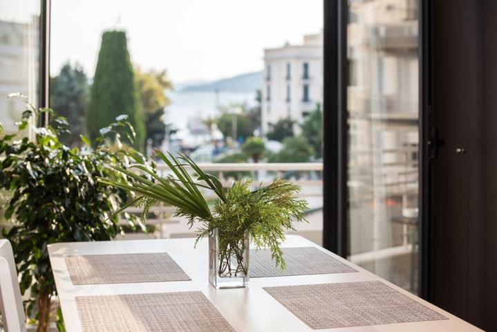 Πώς να μετατρέψεις το μπαλκόνι σου στον πιο όμορφο καλοκαιρινό κήπο