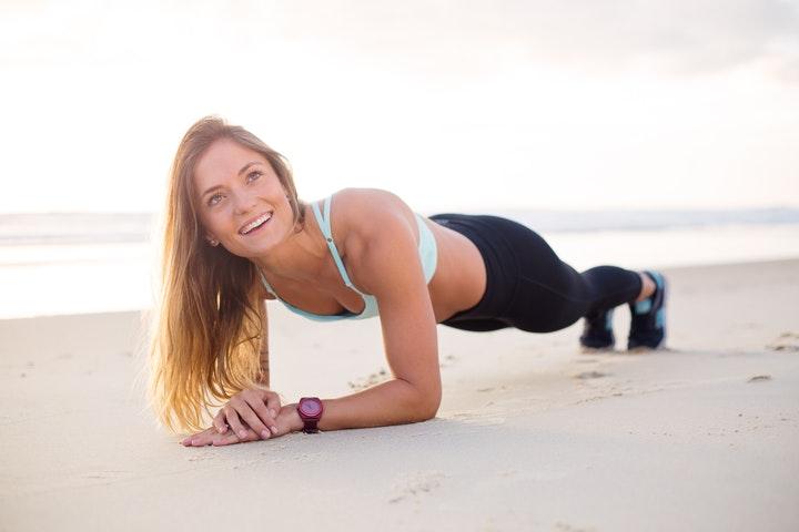 Οι γυμναστές σου δίνουν τρεις καλούς λόγους για να κάνεις «σανίδα» κάθε μέρα