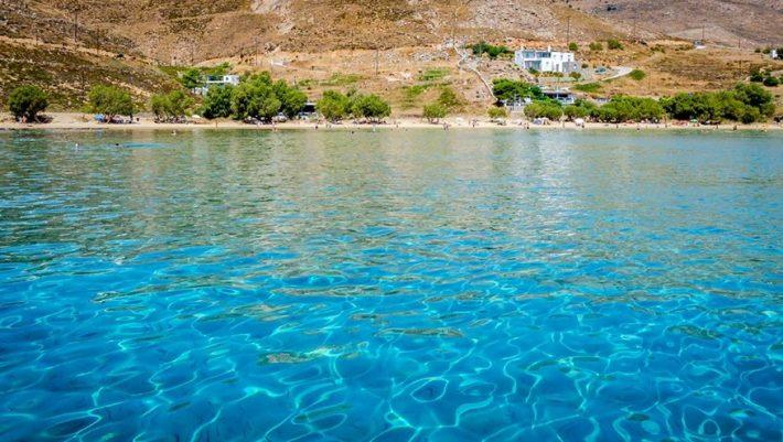 Το ελληνικό νησί που έγινε ο Νο1 προορισμός φοιτητών και νεολαίας (Pics)