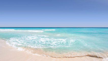 Eίναι δίπλα σου: Τρεις «μυστικές» και ονειρικές παραλίες της Αττικής που θυμίζουν νησιά του Ιονίου