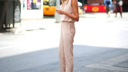 Nude παντελόνι: Φόρα το πιο άνετο ρούχο του καλοκαιριού με 4 απίθανους τρόπους