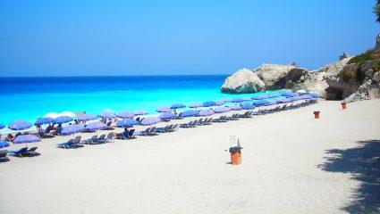 Η άλλη όψη: Το νησί με τις βραβευμένες παραλίες σε καλεί να απολαύσεις μαγεία