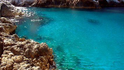 Οι τρεις παραλίες-όνειρο της Φολεγάνδρου που πρέπει να επισκεφτείς έστω μία φορά στη ζωή σου