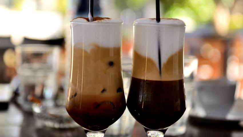 Άσε κάτω τον καπουτσίνο! 3 + 1 οφέλη του κρύου καφέ για την υγεία μας