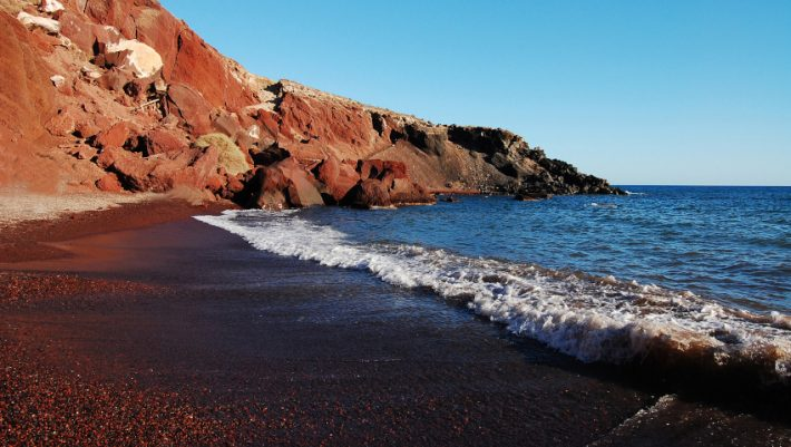 Κι όμως, η Σαντορίνη έχει εξαιρετικές παραλίες: Τα καλύτερα μέρη για να κολυμπήσεις