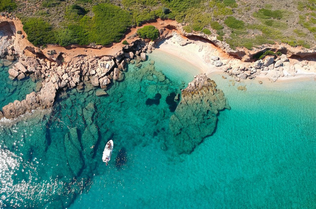 Αλόννησος, η υπέροχη | Οι καταπράσινες παραλίες που θα σε κάνουν να την ερωτευτείς