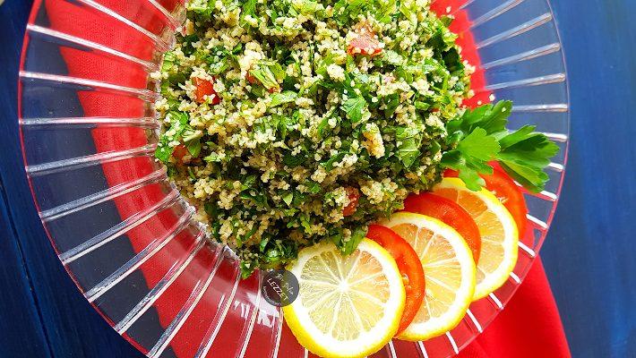 Η απόλυτη σαλάτα του καλοκαιριού που μας χαρίζει τα θρεπτικά συστατικά ενός πλήρους γεύματος