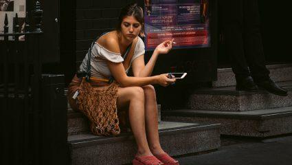 Nomophobia: Τα σημάδια που προδίδουν πως πάσχεις από την ψυχική ασθένεια της εποχής