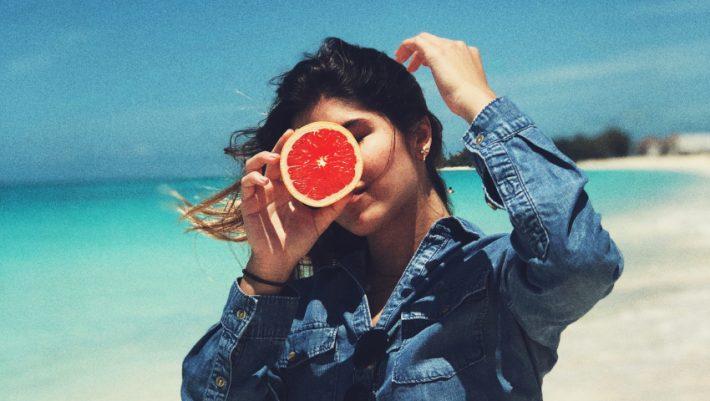 Λιγούρες, νεύρα και αδικαιολόγητα ξεσπάσματα: Όσα πρέπει να γνωρίζεις για το Προεμμηνορρυσιακό Σύνδρομο