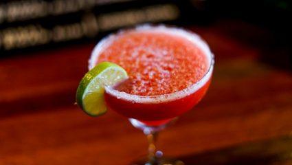 Μαργαρίτα φράουλα: Φτιάξε μόνη σου το αγαπημένο σου cocktail