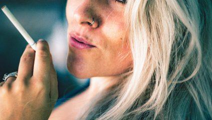 Κάπνισμα και επιδερμίδα: Πόσο κακό κάνεις στο δέρμα σου τελικά;