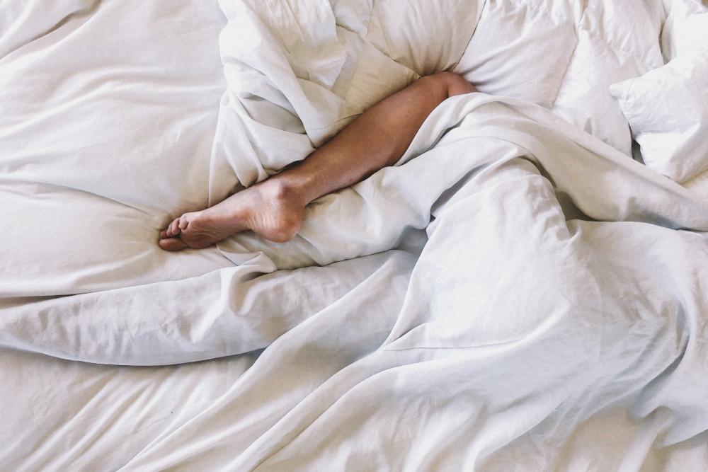 Αν κάνεις αυτήν την κίνηση πριν κοιμηθείς, μόλις σου στέρησες 2 ώρες ύπνου