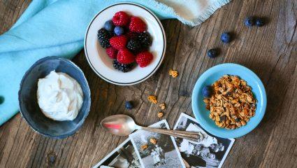 5 δελεαστικοί λόγοι για να τρως αγνό γιαούρτι κάθε μέρα