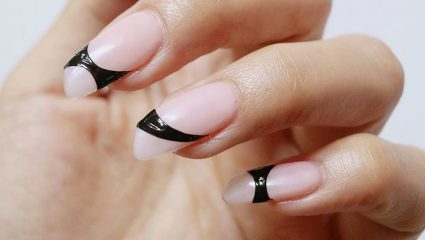 Lipstick nails: H τάση του χειμώνα που δεν ξέρουμε αν μας αρέσει