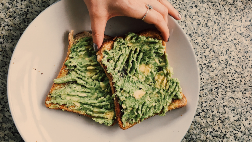 Τα 5 + 1 υπέρ του αβοκάντο για να το εντάξεις σήμερα κιόλας στη διατροφή σου