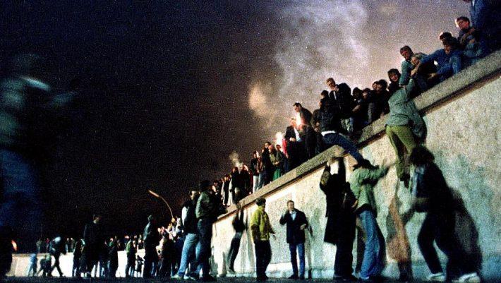 Το απόλυτο σύμβολο διχασμού: Η βραδιά που έπεσε κατά λάθος το «τείχος της ντροπής»