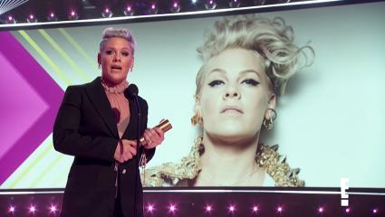 People's Choice Awards: Η Pink συγκλόνισε ξανά και μας έκανε να υποκλιθούμε στον χαρακτήρα της