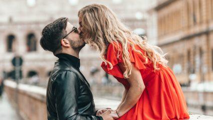 O κανόνας του φιλιού των 6 δευτερολέπτων: Τι είναι και σε τι ωφελεί